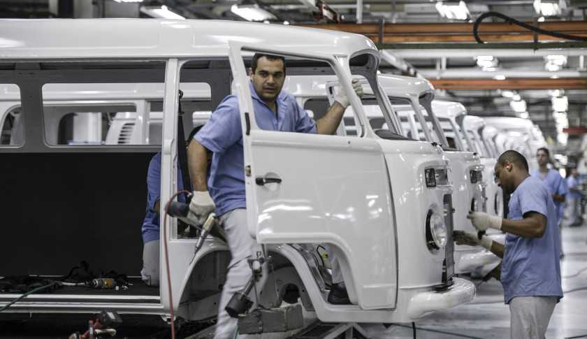 """Inside The Volkswagen AG """"Kombi"""" Microbus Assembly Palnt Before Production Ends"""
