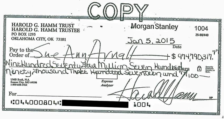เช็คจำนวนเงิน 974 ล้านเหรียญ หรือประมาณ 3 หมื่นล้านบาท เขียนโดยลายมือของนาย Harold Hamm